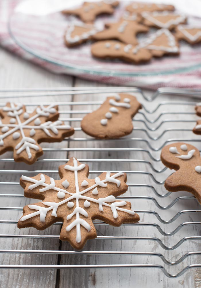 gingerbread-christmas-cookies-700
