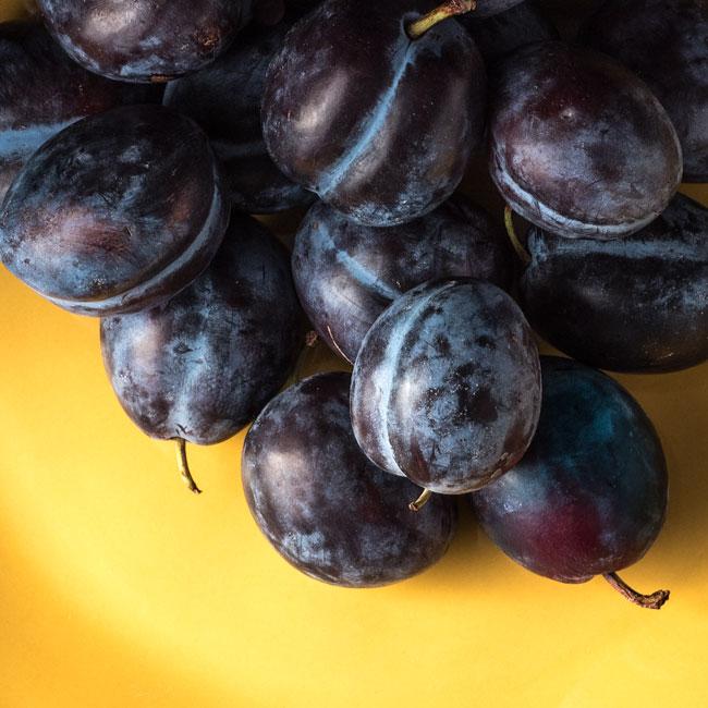 plums for plum torte