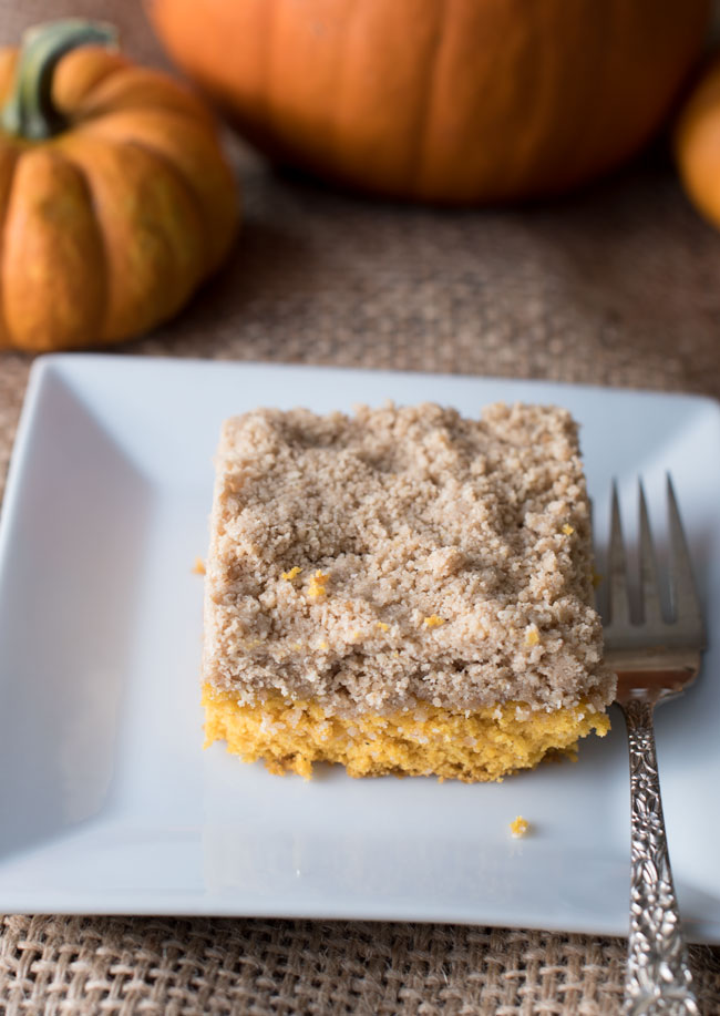 easy coffee cake with pumpkin spice and a brown sugar crumble topping
